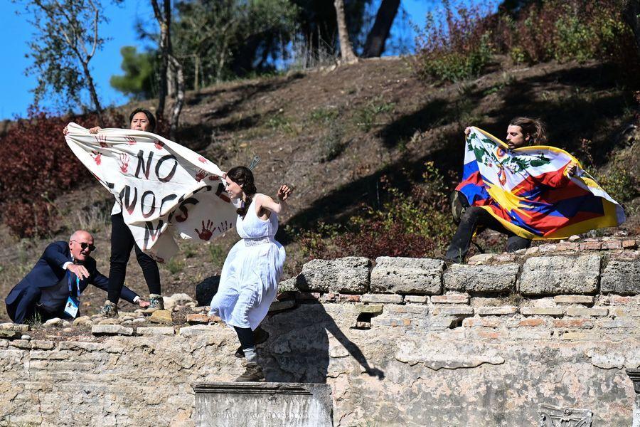 北京冬奧聖火點燃儀式 西藏人士抗議(多圖)