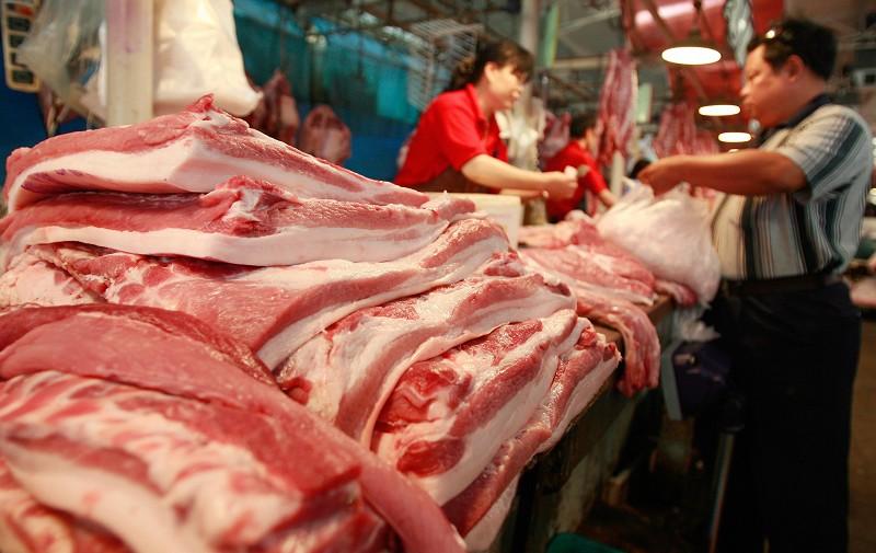凱投宏觀研究中國的經濟學家朱利安·埃文斯-普里查德(Julian Evans-Pritchard)在上周四的一份報告中寫道,中共政府控制非洲豬瘟後果的措施,只會產生「邊際影響」。(TEH ENG KOON/AFP/Getty Images)