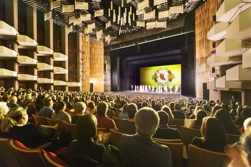 2019年12月28日,神韻世界藝術團在加拿大首都渥太華國家藝術劇院的兩場演出再度爆滿。至此,神韻在渥太華的四場演出全部爆滿,再創票房神話。(艾文/大紀元)