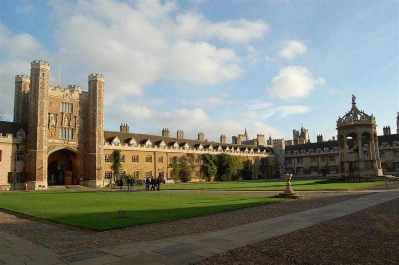 約翰遜呼籲捍衛英國學術界的言論自由。圖為具有500年歷史的劍橋大學三一學院。(LOIC VENNIN/AFP/Getty Images)