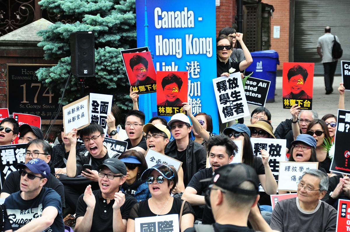 多倫多民眾遊行,支持香港反對送中惡法。(周行/大紀元)