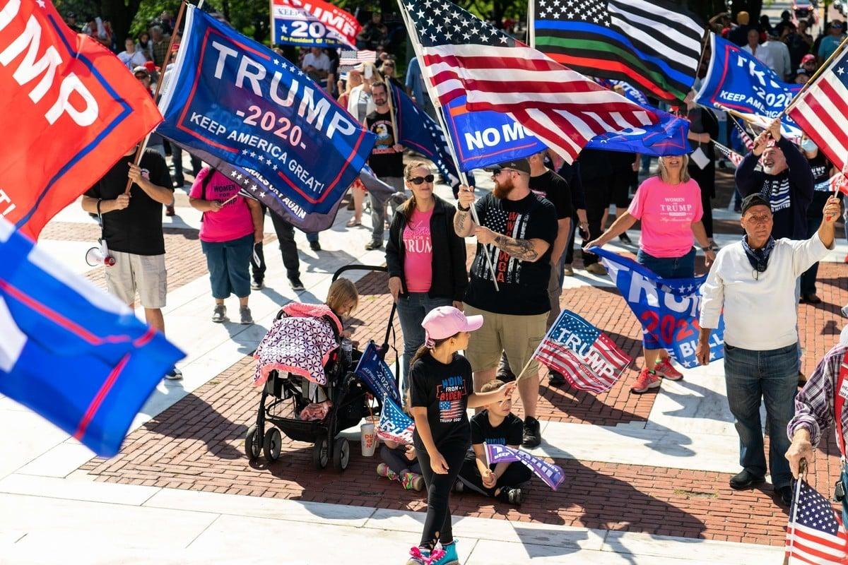羅德島挺特朗普集會。一家大小一起參與集會。(劉景燁/大紀元)