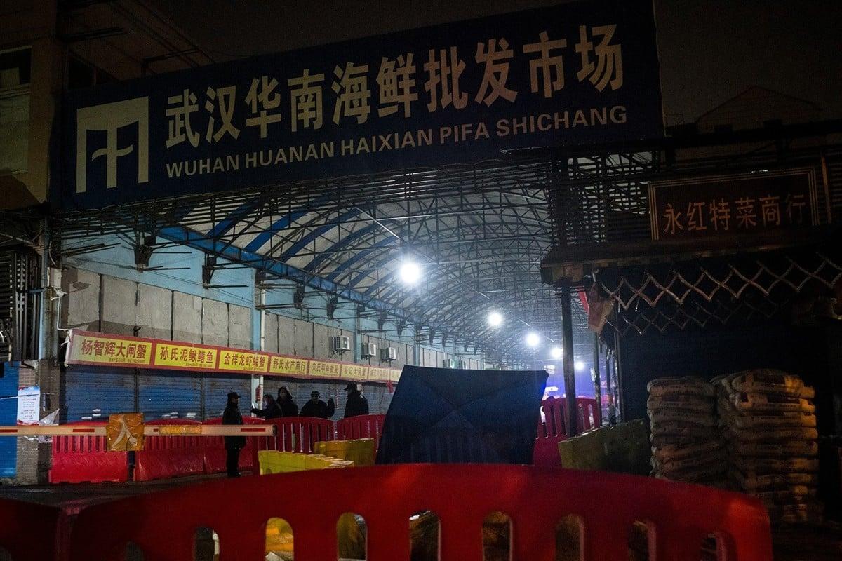 這次中共肺炎(俗稱武漢肺炎、新冠肺炎)疫情爆發開始,中共官方將華南海鮮市場作為唯一一個傳染源頭。圖為2020年1月11日,華南海鮮市場所有店舖都已關閉。(NOEL CELIS/AFP via Getty Images)