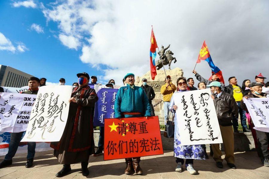 組圖:王毅對蒙古送錢外交 抗議者高喊滾開
