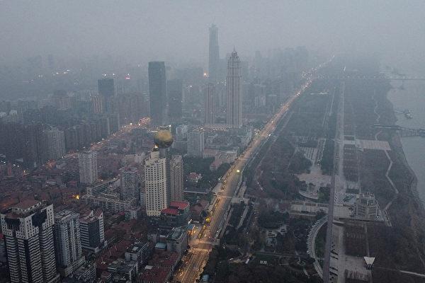 2020年1月27日,湖北中部武漢市的住宅和商業建築的鳥瞰圖。(Hector RETAMAL/AFP)
