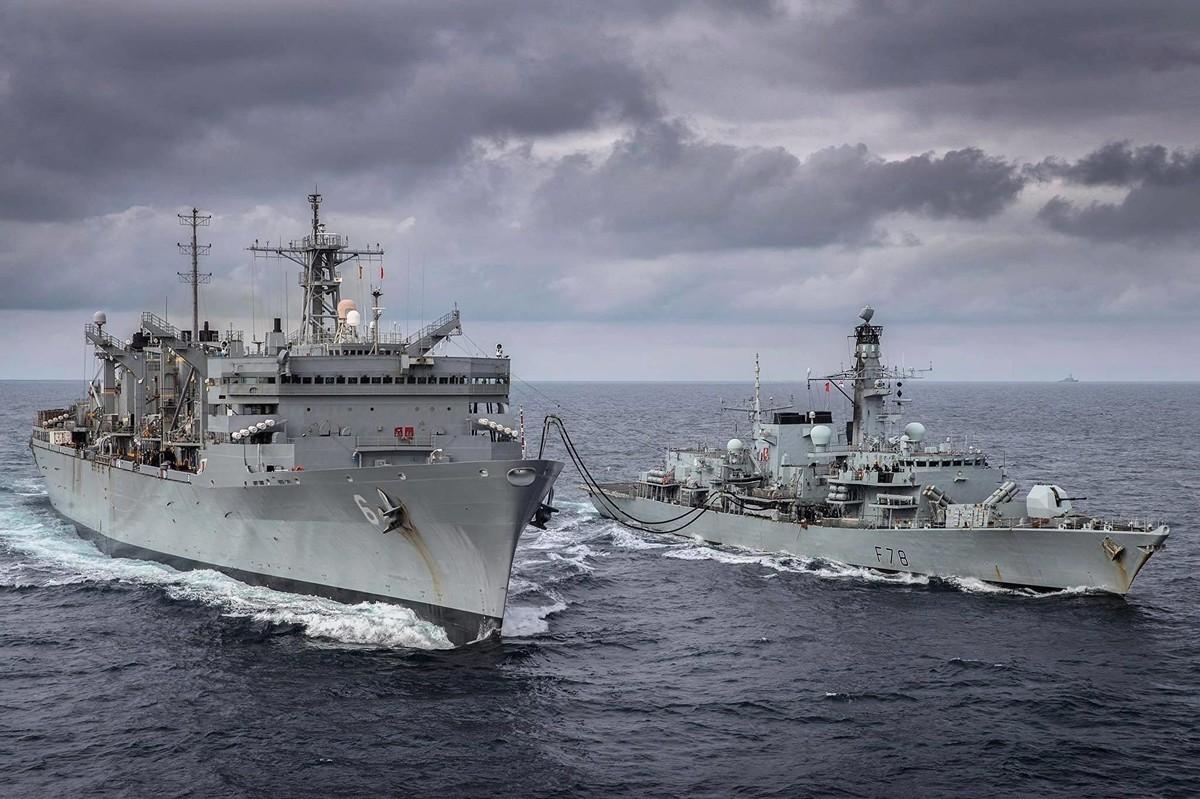 美國和英國軍艦2020年5月3日在巴倫支海軍演。(U.S. Navy photo by Lt. Lauren Spaziano/Released)