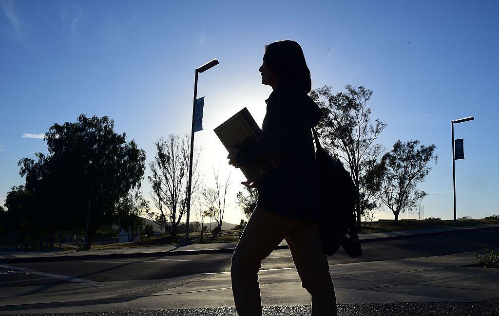 美國國務院主管教育與文化事務的助理國務卿羅伊斯(Marie Royce)7月30日表示,許多中國留美學生雖然居住在美國,但仍受到中國社交媒體、中共官方媒體的影響,阻礙了他們與美國同行的充份接觸。他們仍生活在中共宣傳的「恐懼泡沫」之中。(FREDERIC J. BROWN/AFP/Getty Images)