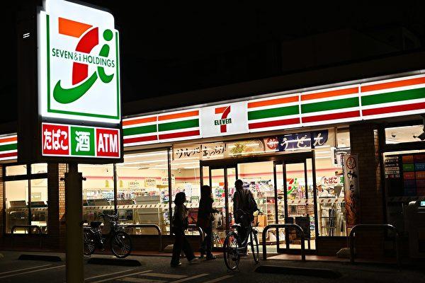 日本便利店抗疫新招 不用手就能打開冰箱