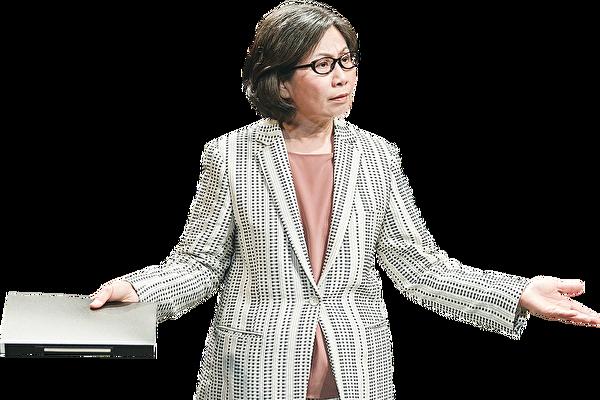 雷思蘭在話劇《原則》中飾演新校長淩芷的劇照。(香港話劇團提供)