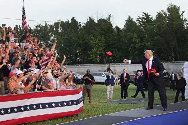 6月26日,前總統特朗普抵達集會現場。(Photo by Scott Olson/Getty Images)