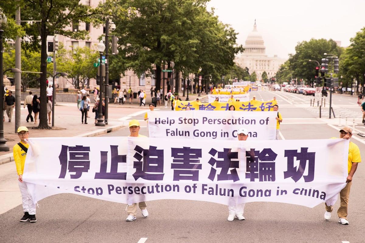 海外法輪功學員在美國首都華盛頓舉行遊行活動,和平抗議並制止中共迫害法輪功。(明慧網)