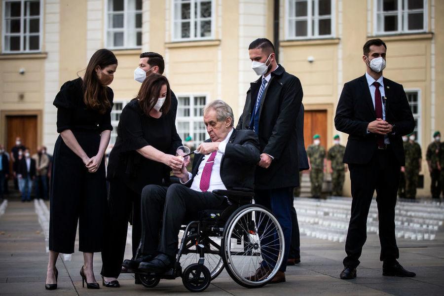 捷克兩任總統被送入醫院 具體原因不明