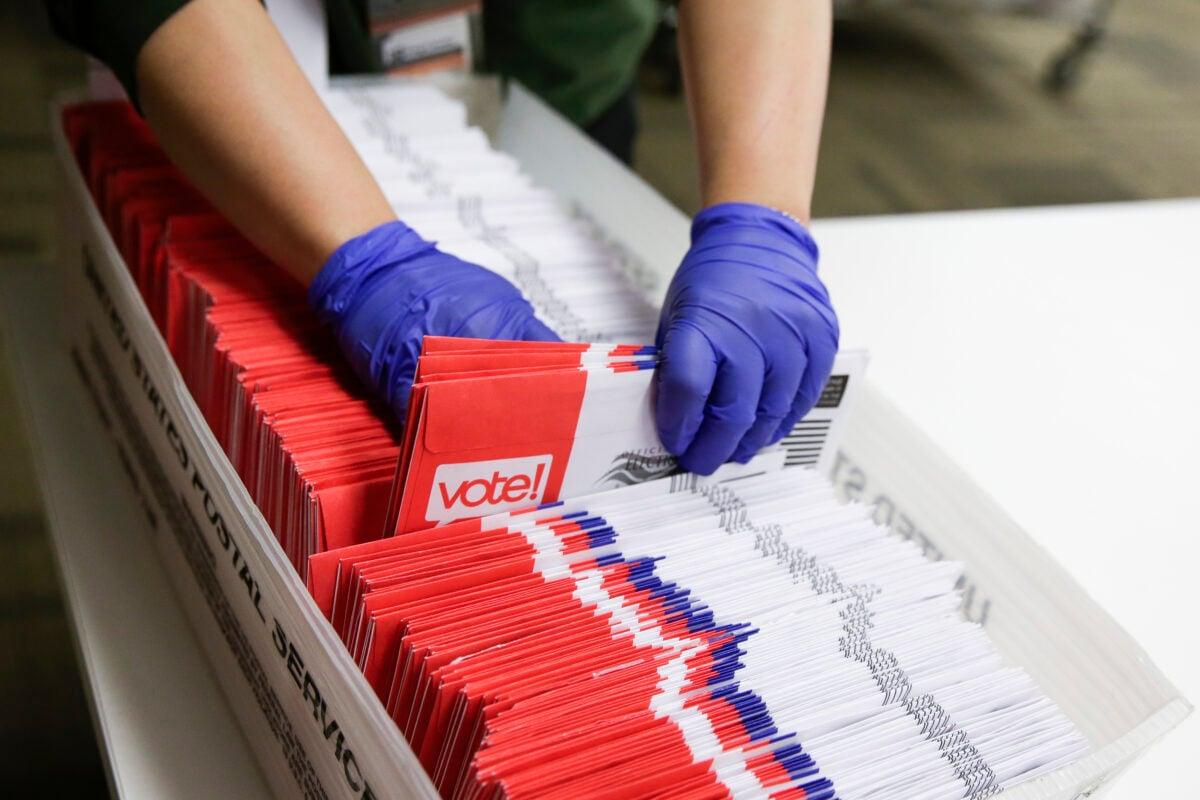 許多跡象說明,2020年大選的投票率很可能創近20年的紀錄,選情激烈。(Jason Redmond/AFP via Getty Images)
