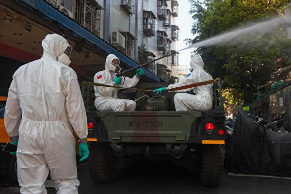 台灣社區感染爆增,雙北(台北、新北)升級到三級警戒區域。昨(16日)台北市進行第二波大消毒。(中央社)