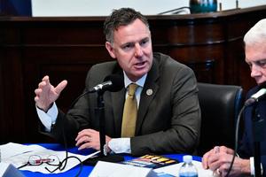 美國會議員:結束中共對法輪功的不公迫害