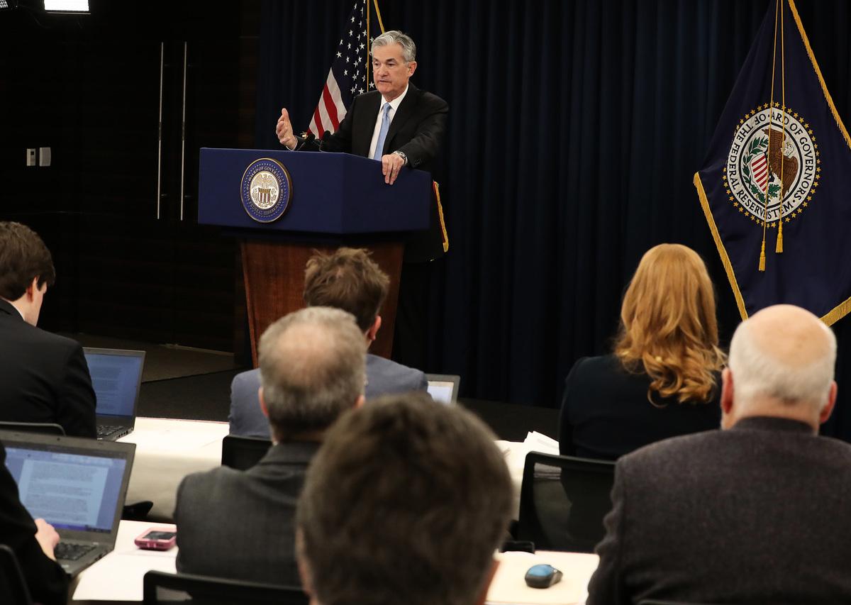 美聯儲主席傑羅姆·鮑威爾(Jerome Powell)在新聞發佈會上表示,預期2019年美國經濟增速依舊堅實,但遜於2018年過於強勁的漲勢。(Mark Wilson/Getty Images)