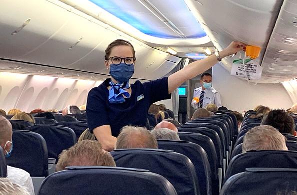 2020年6月15日,一架飛機從杜塞爾多夫飛往西班牙度假地。這是解封後第一架飛機。(Pool/Getty Images)