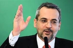 巴西教育部長:中共利用疫情牟取暴利