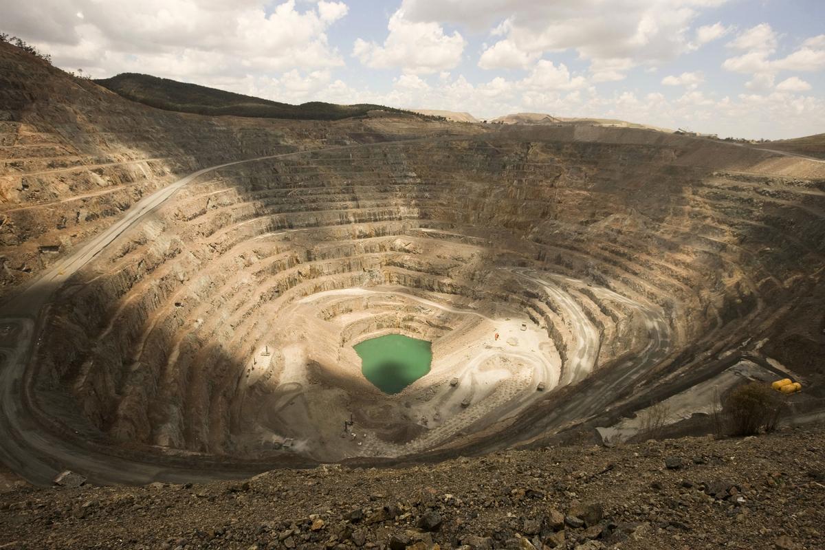 隨著全球對鎳、鈷和其它貴重商品的需求在未來幾年內激增,新南威爾斯省在新的礦產開採熱潮中將創造超過25,000個就業崗位。圖為新南威爾斯省Orange地區的銅礦開採場。(JACKY GHOSSEIN/AFP via Getty Images)