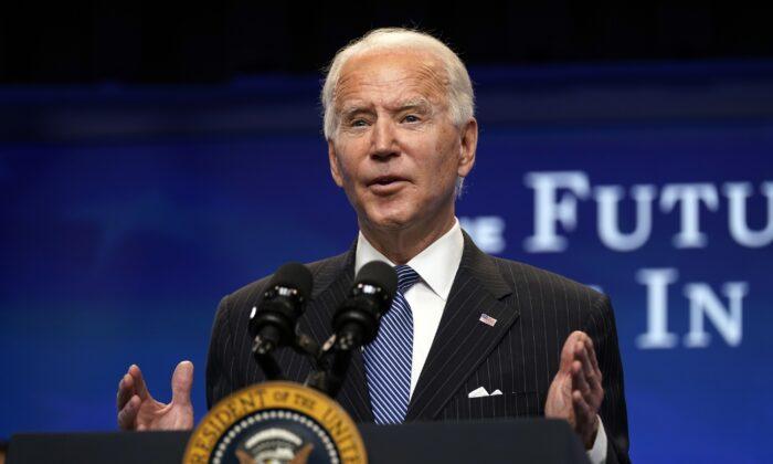 2021年1月25日,美國總統祖拜登(Joe Biden)在華盛頓白宮南苑禮堂的活動上講話。(Evan Vucci/AP)