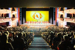 明州周五加場大爆滿 觀眾推崇神韻美好使命