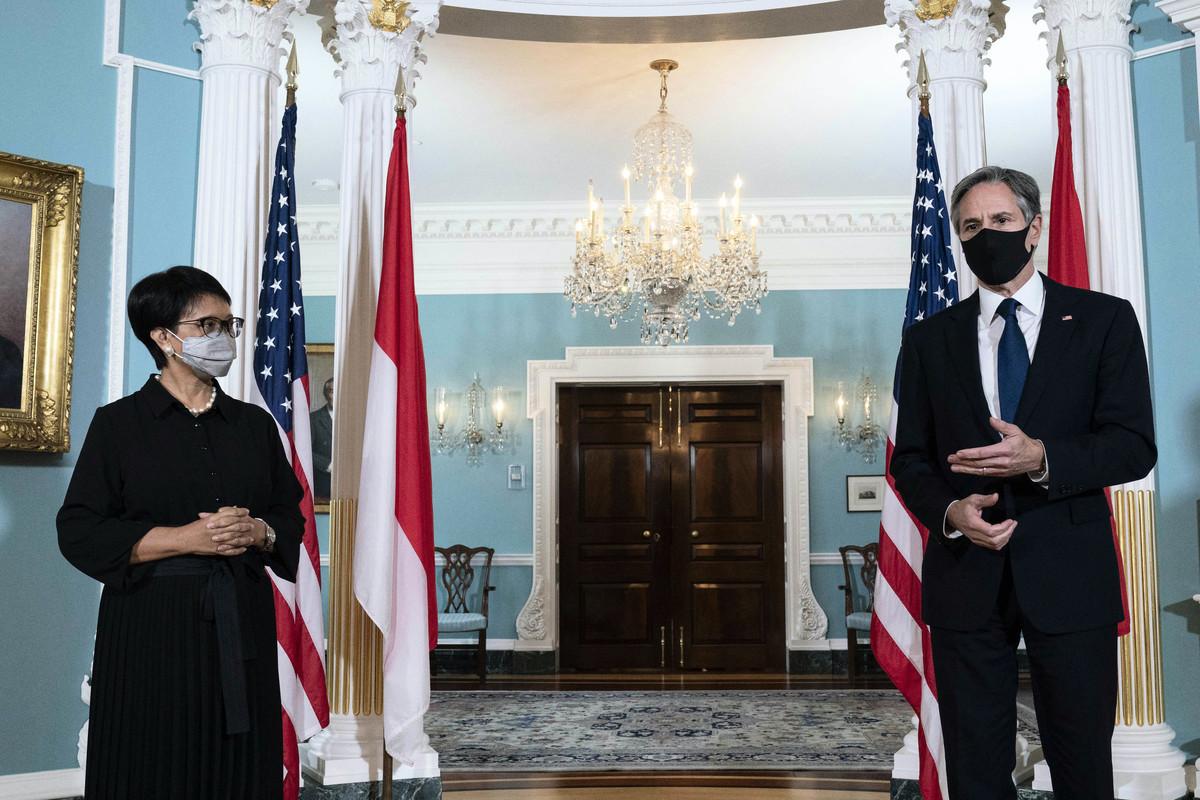 2021年8月3日,美國國務卿布林肯和印尼外長蕾特諾·馬蘇迪(Retno Marsudi)在美國國務院舉行雙邊會談後,向記者發表講話。(Jose Luis Magana / POOL / AFP)