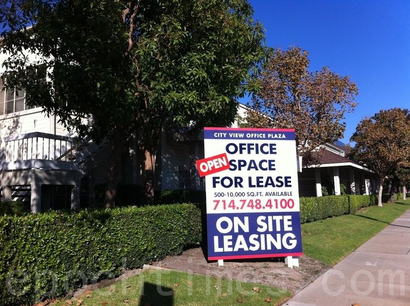 中共喉舌媒體挖苦美國租房市場「暗藏危機」,但相關微博下的評論出現大翻車。圖為美國洛杉磯一處待租的房屋。(陳欣/大紀元)