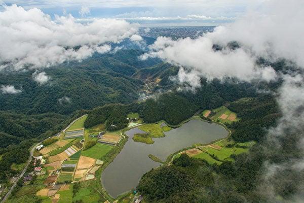 台灣宜蘭小浮島 颱風後飄移二百米