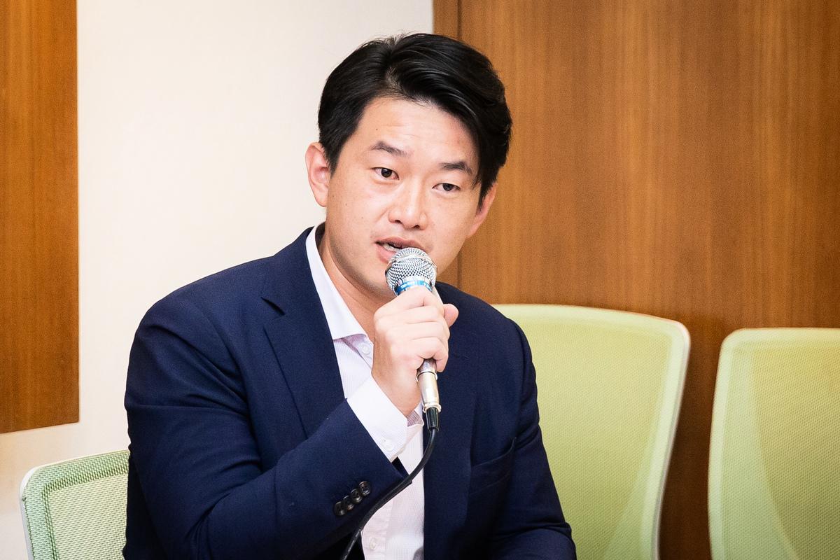台灣基進立委陳柏唯2020年5月27日表示,永遠不要相信中共的甜言蜜語,那都是口蜜腹劍,「珍惜生命,遠離中國(中共)」就是香港給台灣最大的啟示。(陳柏州/大紀元)