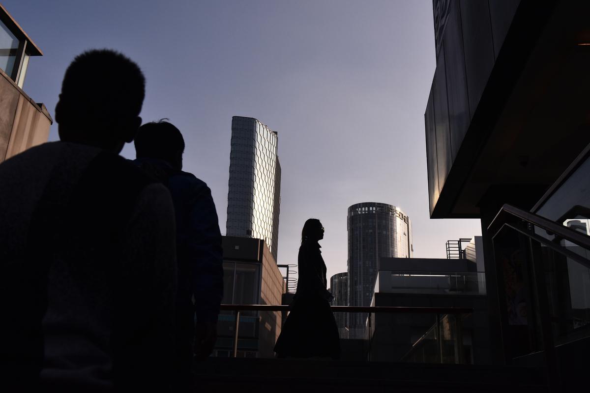 中共地方財政、經濟問題愈顯突出。河北省會石家莊直接零門檻落戶,「是人都搶」。圖為示意圖。(GREG BAKER / AFP)
