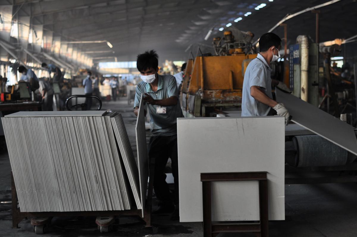 美國商務部周三(5月1日)對進口中國瓷磚展開反傾銷和反補貼調查。圖為在廣東的一家瓷磚工廠。(China Photos/Getty Images)