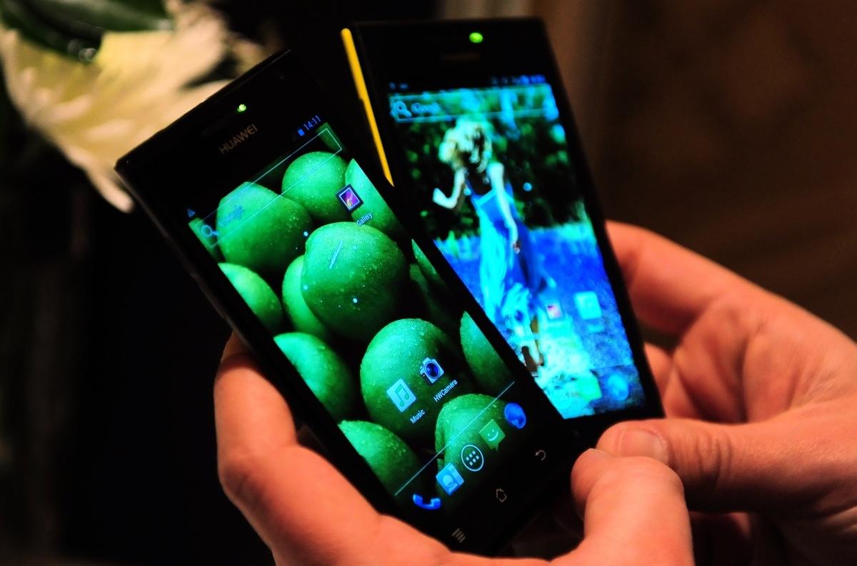 BBS批踢踢創始站長杜奕瑾說,中國各式手機助手幫中國Android手機開後門,任何人都可以連上這些裝置,進行遠端存取控制。圖為示意圖。(FREDERIC J. BROWN/AFP)