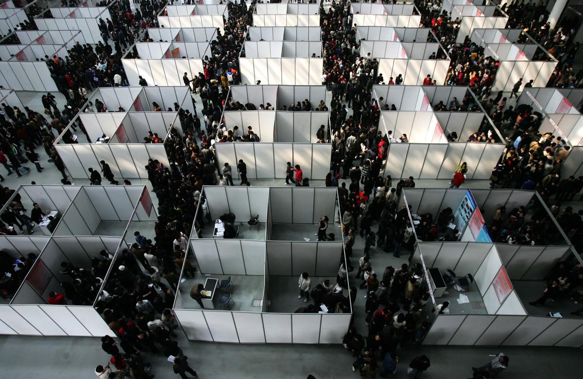 目前,美國就業市場供大於求,是求職的大好時機。不過,要找到一個合適的工作機會,也不是那麼簡單的事情。 (China Photos/Getty Images)