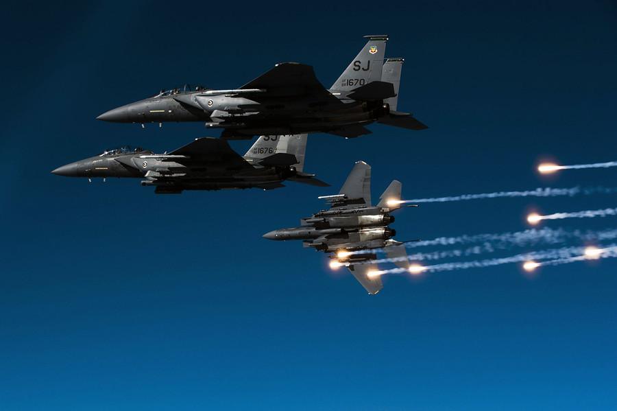 F-15E攻擊鷹測試新型「軍艦殺手」炸彈