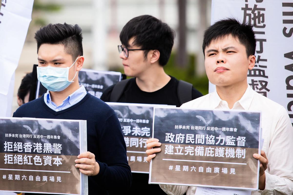 台灣公民陣線發言人江旻諺(右)2020年6月9日呼籲,政府應對可能面臨的移民潮做好準備,並將「黑警、中資」排除在外。(陳柏州/大紀元)