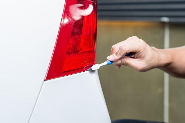 牙刷洗警車的示意圖。(Shutterstock)