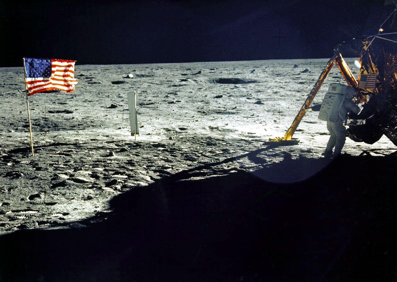 """1969年7月20日,美國太空人小奧爾德林(Edwin E. """"Buzz"""" Aldrin, Jr.)和阿姆斯特朗(Neil Armstrong)乘坐阿波羅11號飛船登陸月球。(NASA/AFP via Getty Images)"""