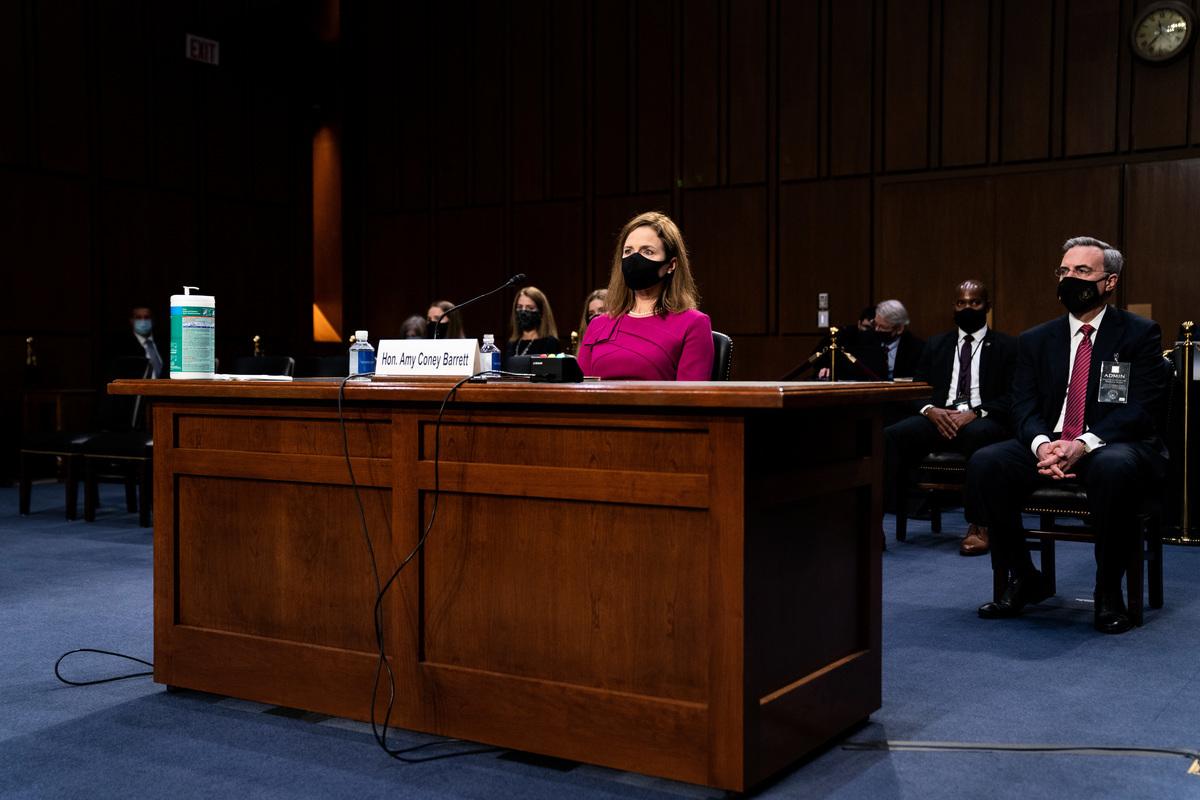 2020年10月12日,巴雷特法官參加參議院司法委員會的聽證會。(Erin SCHAFF/POOL/AFP)