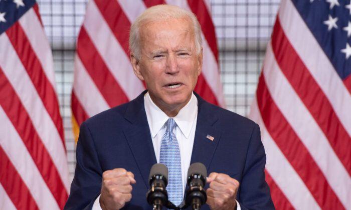 圖為2020年8月31日,民主黨總統候選人、前副總統喬·拜登在賓夕凡尼亞州匹茲堡的第19磨坊舉行的競選活動中發表講話。(Saul Loeb/AFP via Getty Images)