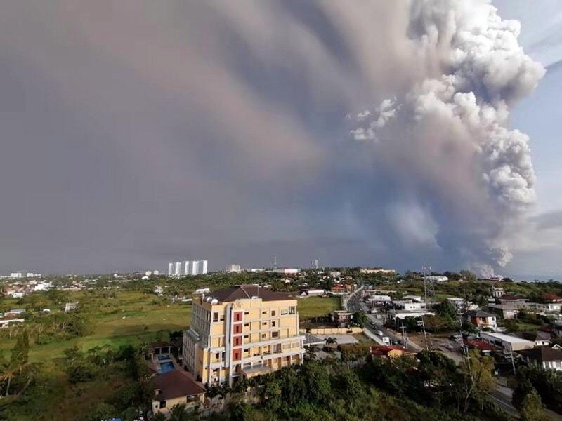 菲律賓火山瀕臨大爆發 200宗地震3萬人逃難