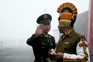 中印邊境再衝突 中共軍人遭拳打腳踢被帶走