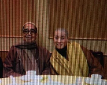 2015年,寶蓮寺住持兼香港佛教聯合會會長釋智慧(左)與定慧寺女住持釋智定(右)捲入和尚尼姑假結婚事件。(大紀元)