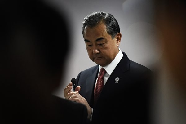中共外交部長王毅。(LILLIAN SUWANRUMPHA/AFP via Getty Images)