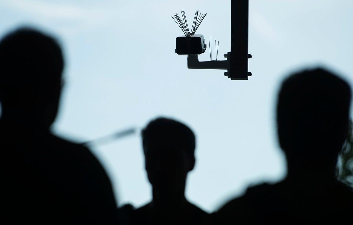 美國智囊機構一份最新報告顯示,中國公司已經向包括伊朗、緬甸、委內瑞拉、津巴布韋和其他人權記錄不佳的60多個國家出口人工智能(AI)監視技術。(Steffi Loos/Getty Images)
