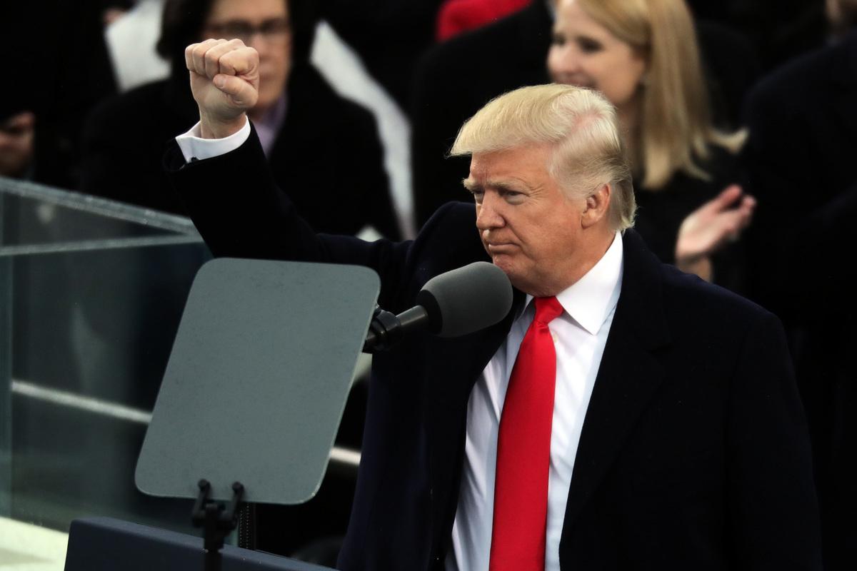 特朗普5月5日(週日)表示將在5月10日提高對華關稅。美國媒體透露,特朗普突然轉變立場的原因,是中共就此前談判承諾的糾正技術轉讓等問題再次食言。(Chip Somodevilla/Getty Images)