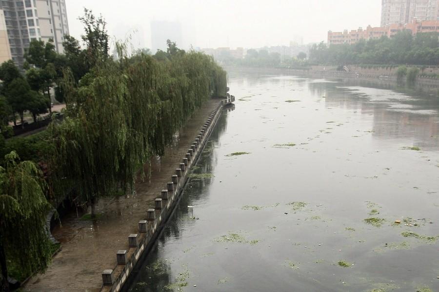 秦淮河大堤被挖空建餐廳 涉事機構連夜拆除
