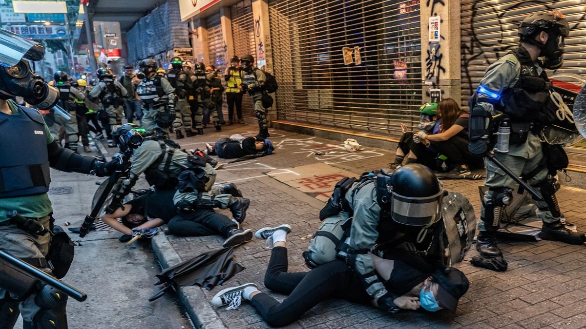 圖為香港抗議現場,警察殘暴鎮壓民眾。(Anthony Kwan/Getty Images)