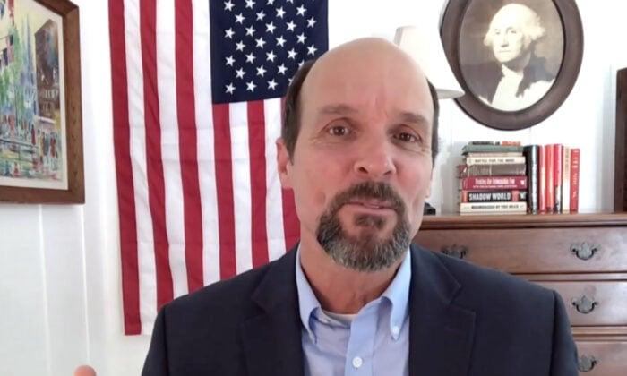 獲獎紀錄片《蠶食美國》的製片人柯蒂斯‧鮑爾斯(Curtis Bowers)近日接受《大紀元時報》(The Epoch Times)專訪時表示,「選舉」是美國人最珍視的事情,至關重要。圖為柯蒂斯‧鮑爾斯(Curtis Bowers)(Screenshot/The Epoch Times)