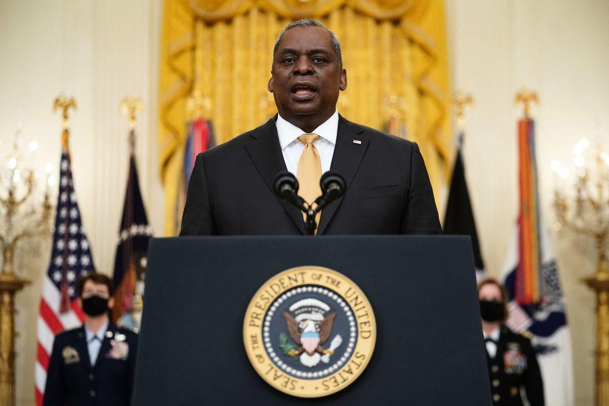 2021年3月8日,美國國防部長勞埃德·奧斯汀(Lloyd Austin)在白宮東廳發表演說。(MANDEL NGAN/AFP via Getty Images)