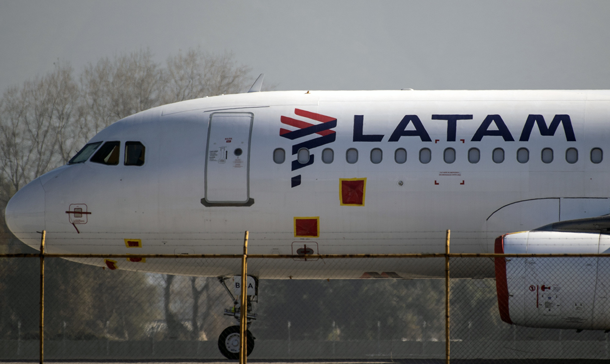 受疫情影響,南美航空(LATAM)在美國聲請破產。(MARTIN BERNETTI / AFP)